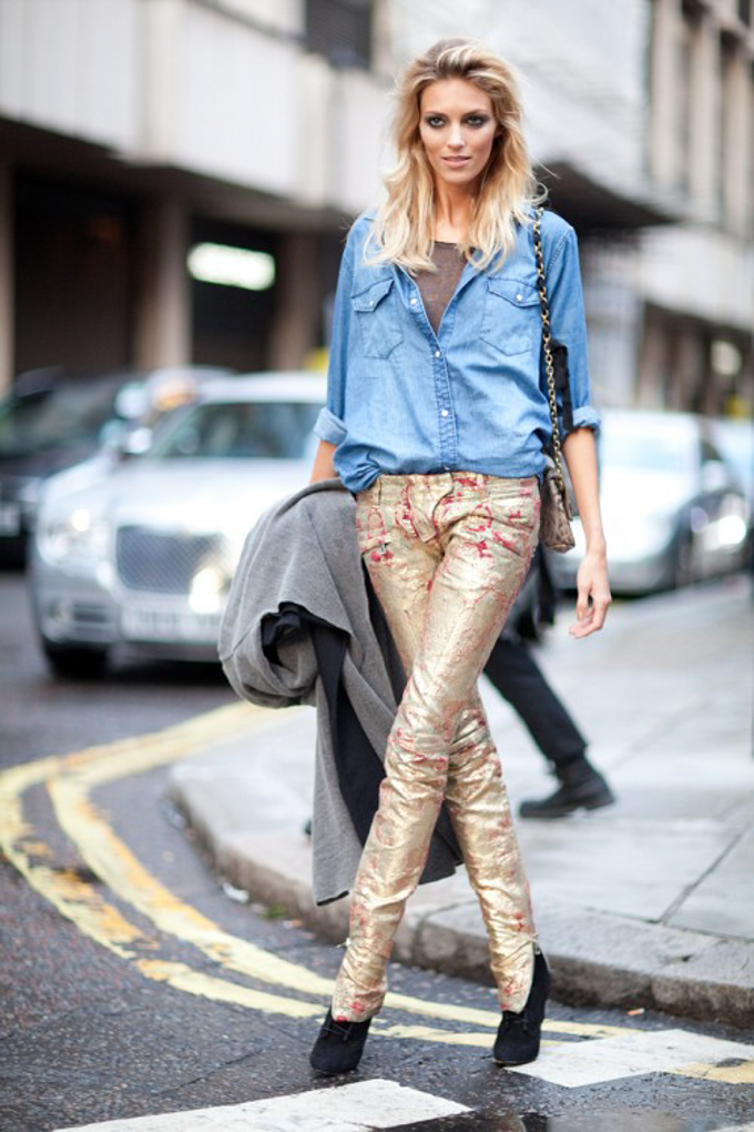 metallic-outfits-womens-street-style-looks-14