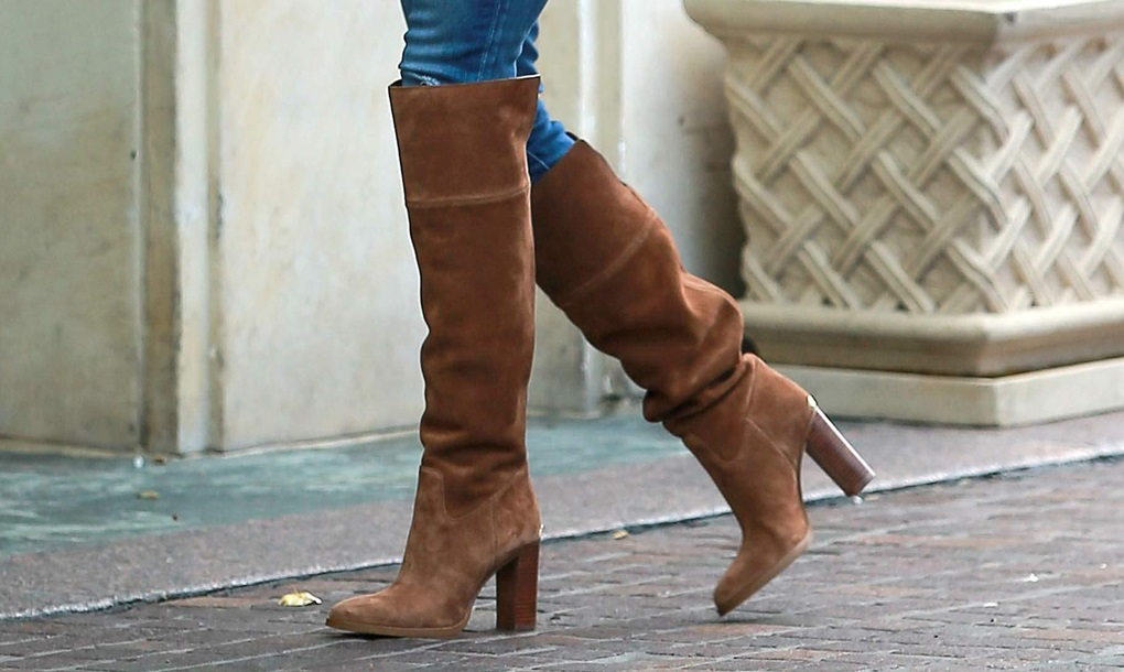 reese-witherspoon-michael-michael-kors-brown-suede-over-the-knee-regina-boots1