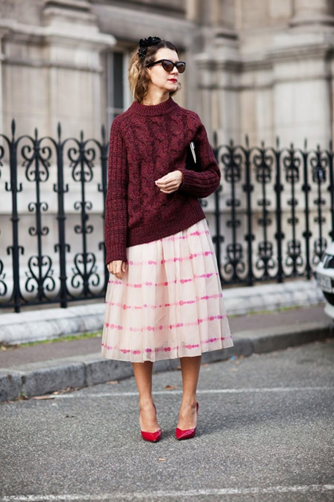 slouchy-sweater-stripe-skirt-stockhom-street-style