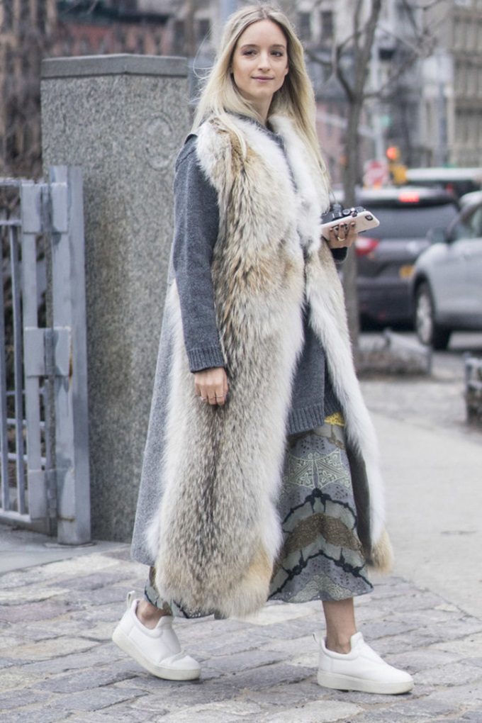 fur-vest-tunic-sweater-white-sneakers-midi-skirt-winter-outfit-work-outfit-oversized-sweater-and-skirt-wheresmydriver-insta-nyfw-street-style-ps-640x960