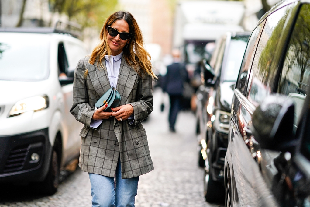 best-checked-blazers-street-style-checked-blazer-poplin-shirt-jeans-green-bag-getty-images
