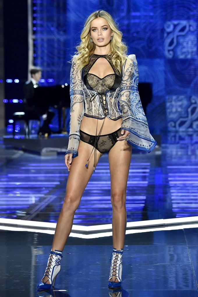 hbz-victoria-secret-fashion-show-2017-gettyimages-876618738-1511183977