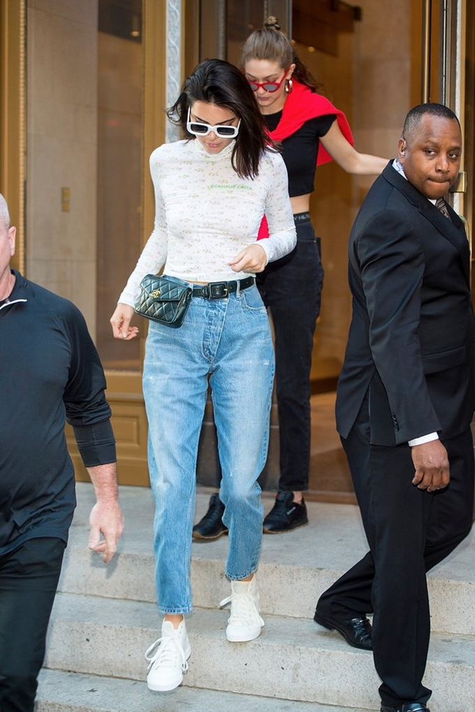 Kendall-Jenner-Chanel-Fanny-Pack