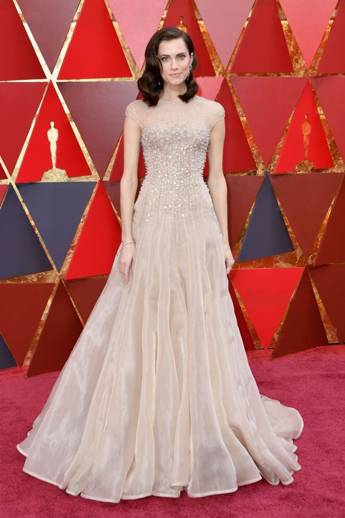 allison-williams-oscars-2018-1520223801