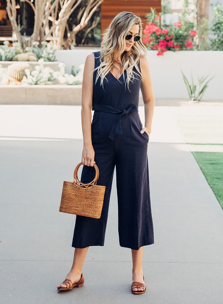 Sydne-Style-shows-how-to-wear-the-straw-basket-bag-trend-with-fashion-blogger-dash-of-darling