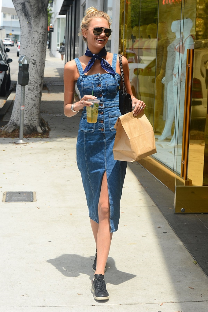 romee-strijd-in-denim-dress-shopping-at-house-of-cb-in-west-hollywood-06-10-2016_13